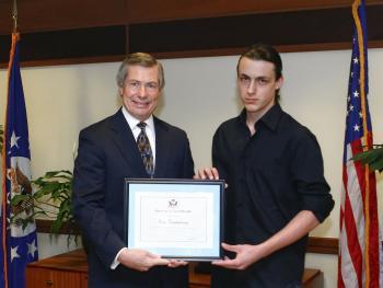 Ерик Костадинов спечели първа награда в конкурс за есе
