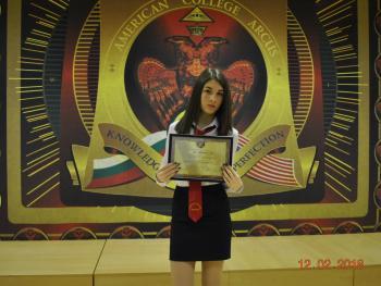 """Маргарита Караиванова  от ІХа клас - трикратен носител на стипендията за отличен успех """"Анета Караиванова"""""""